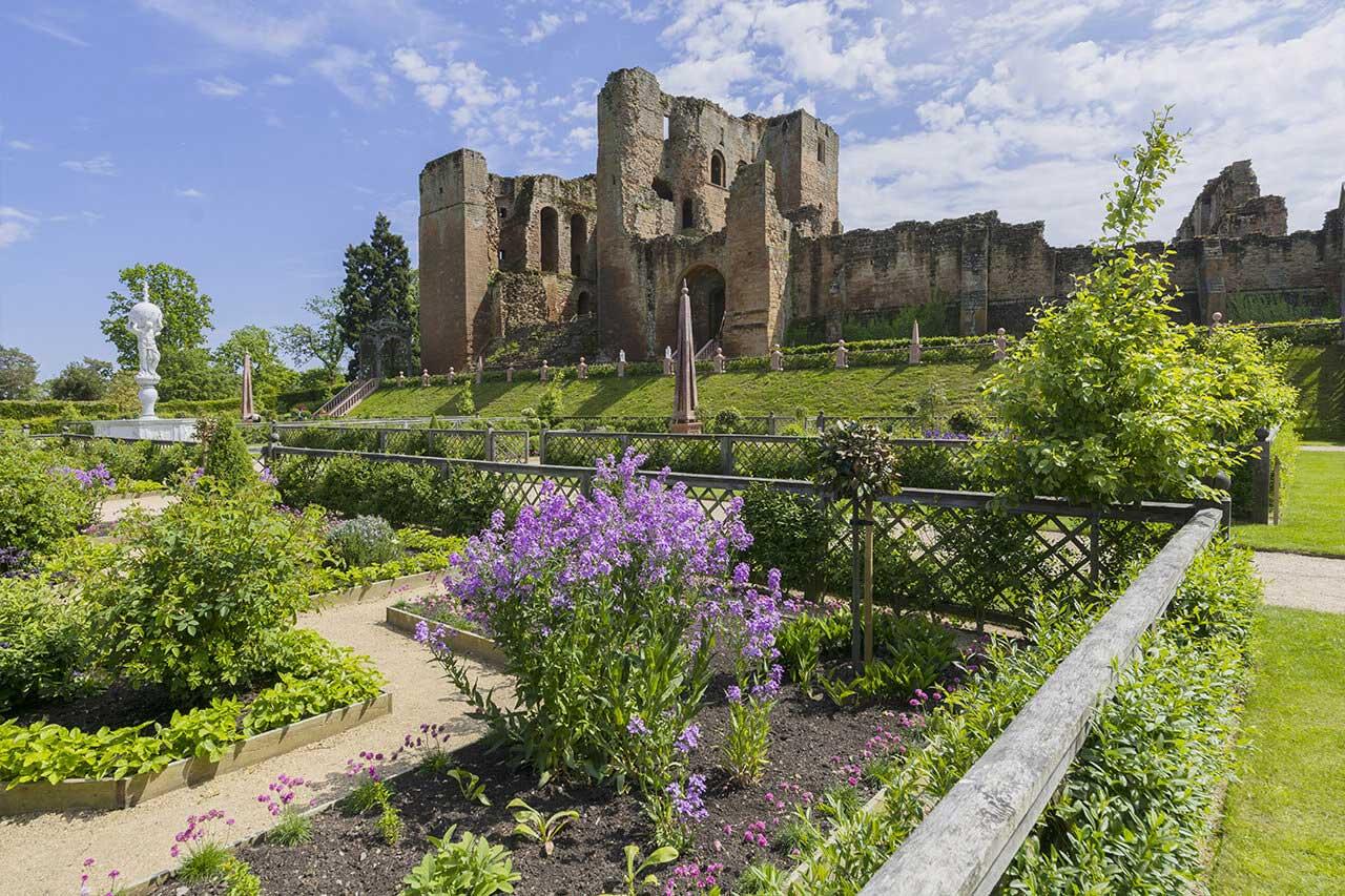 Elizabethan gardens by Kenilworth castle